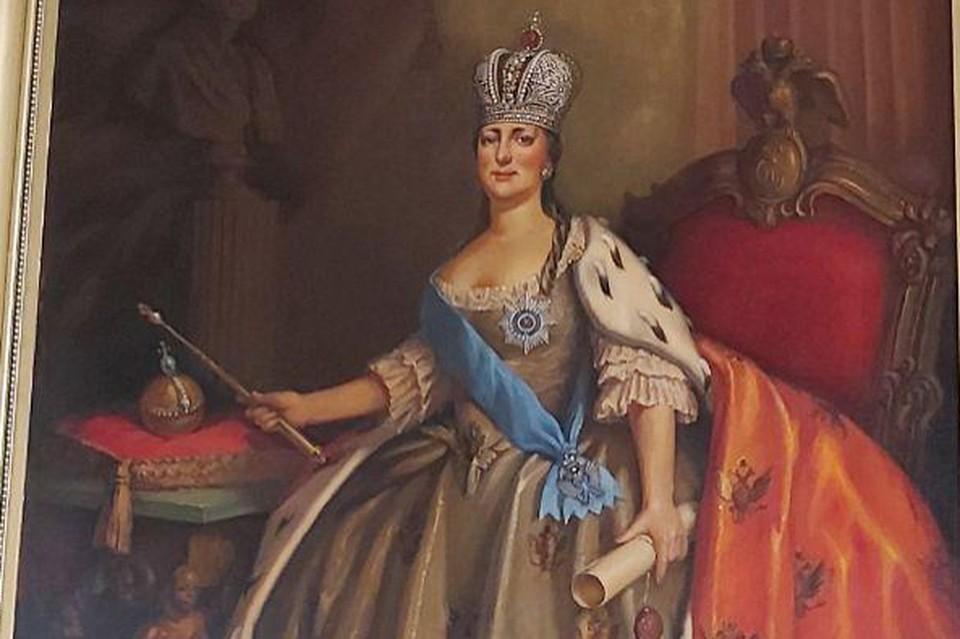 Портрет Екатерины висит в краснодарском музее над витриной с регалиями кубанского казачества