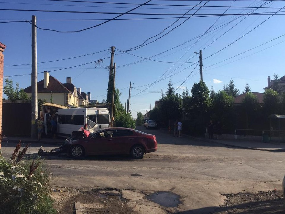 В Самаре легковушка столкнулась с микроавтобусом. Фото - прокуратура Самарской области