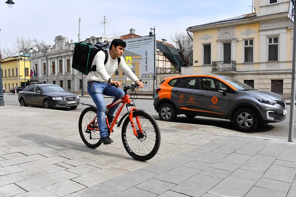 Велокурьерам придется выучить правила дорожного движения.