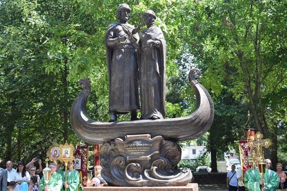 Памятник Петру и Февронии в Детском парке Симферополя. Фото: Администрация Симферополя/Вконтакте
