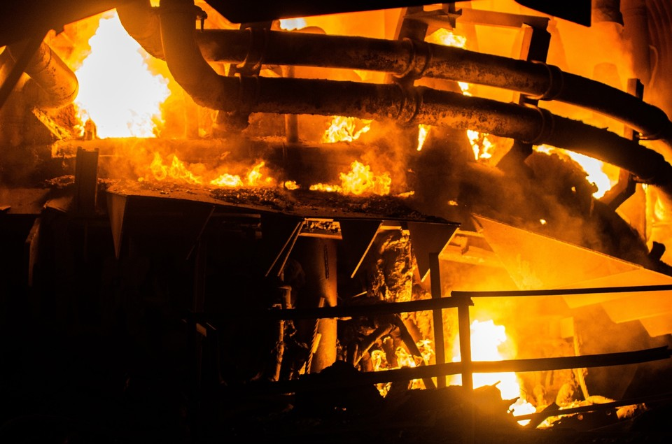 На заводе «Амурсталь» в Комсомольске произошел пожар из-за разлива металла Фото: официальный аккаунт завода «Амурсталь» ВКонтакте