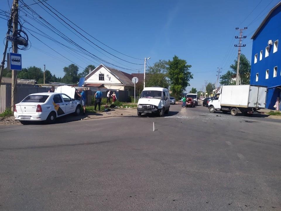 В ДТП пострадали два человека Фото: vk.com/uvideno_v_tveri