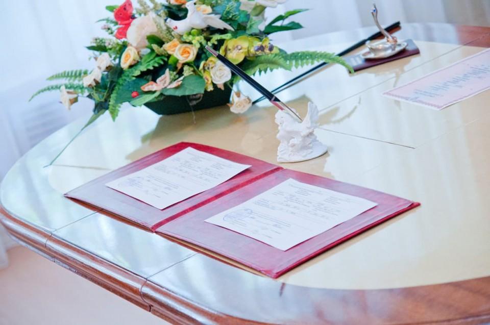 17 пар поженились в День семьи, любви и верности в Хабаровском крае