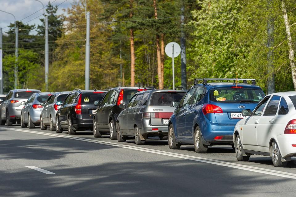 Мурманское шоссе встало в пробку в сторону Петербурга утром 9 июля