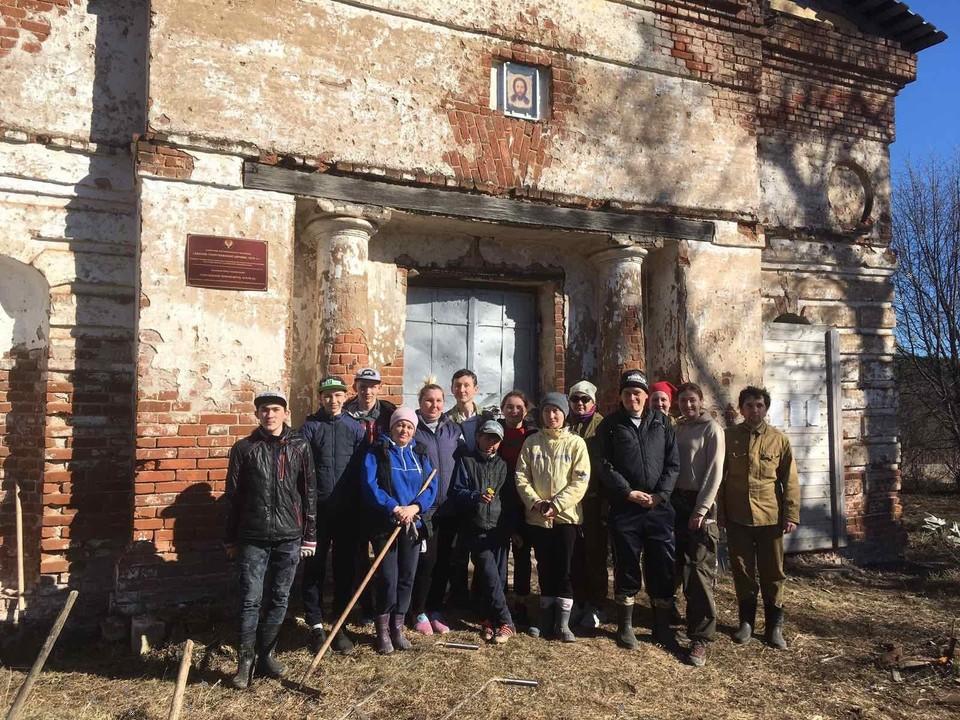 Как волонтеры из Удмуртии помогают сохранить историческое наследие России? Фото: vk.com/arh.nasledie