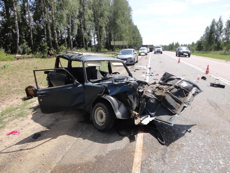 """В ДТП с четырьмя автомобилями водитель """"ВАЗа"""" получил ранения"""