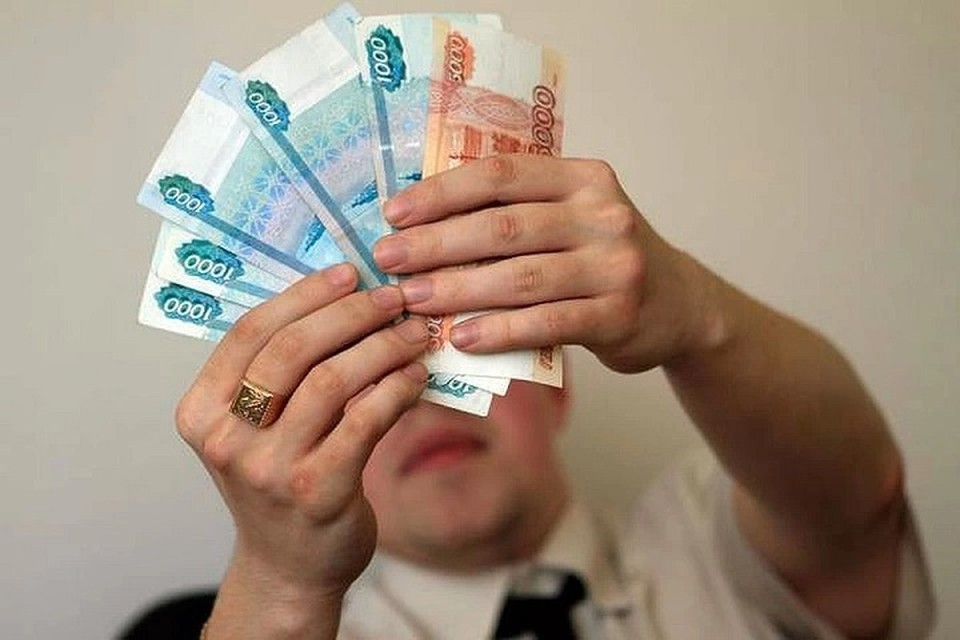 Людям обещают большие проценты и собирают с них деньги.