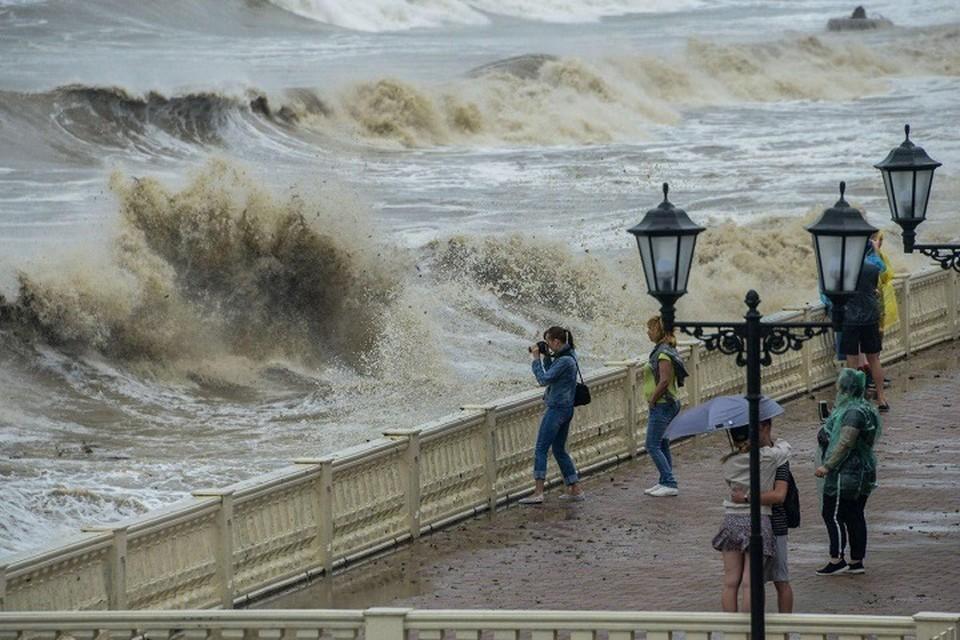 Когда можно купаться в Черном море после шторма в Краснодарском крае 2021: сколько ждать после бури, есть ли опасность и чего нельзя делать