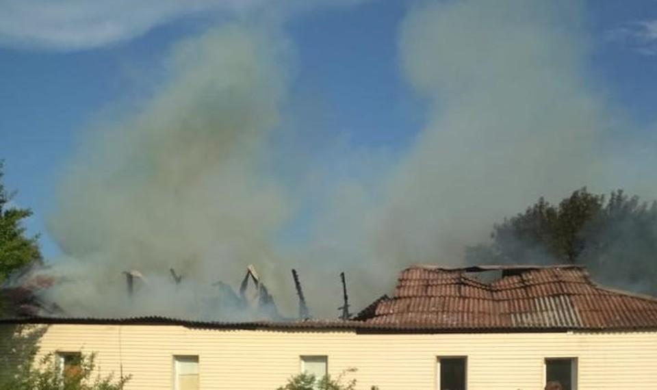 Сообщение о пожаре поступило в 17.00. Фото: пресс-служба областного МЧС
