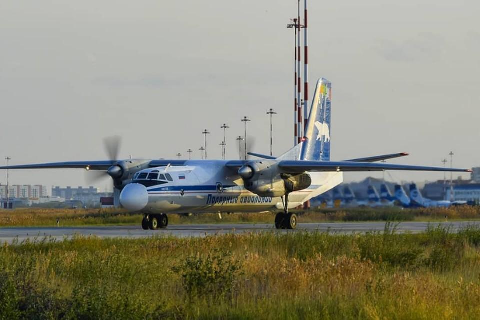 Добраться из Томтора до Якутска можно только на машине или на самолете. Последний совершает еженедельные рейсы. Фото: Авиакомпания «Полярные авиалинии»