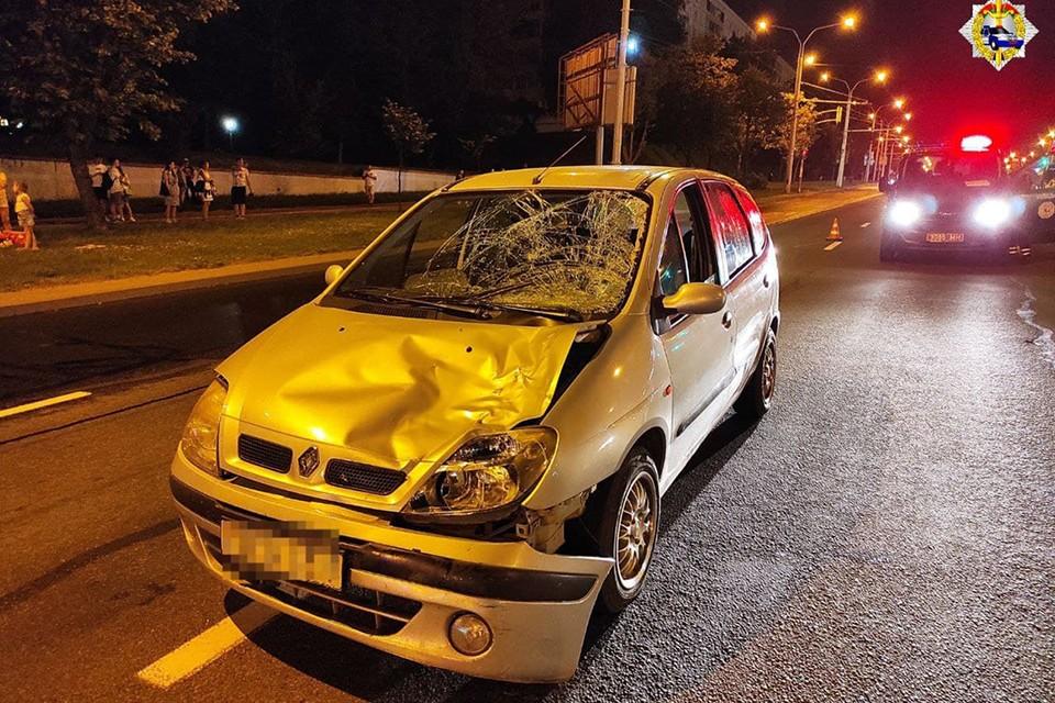 В Минске автомобиль сбил двух женщин, которые шли по пешеходному переходу. Фото: ГАИ.