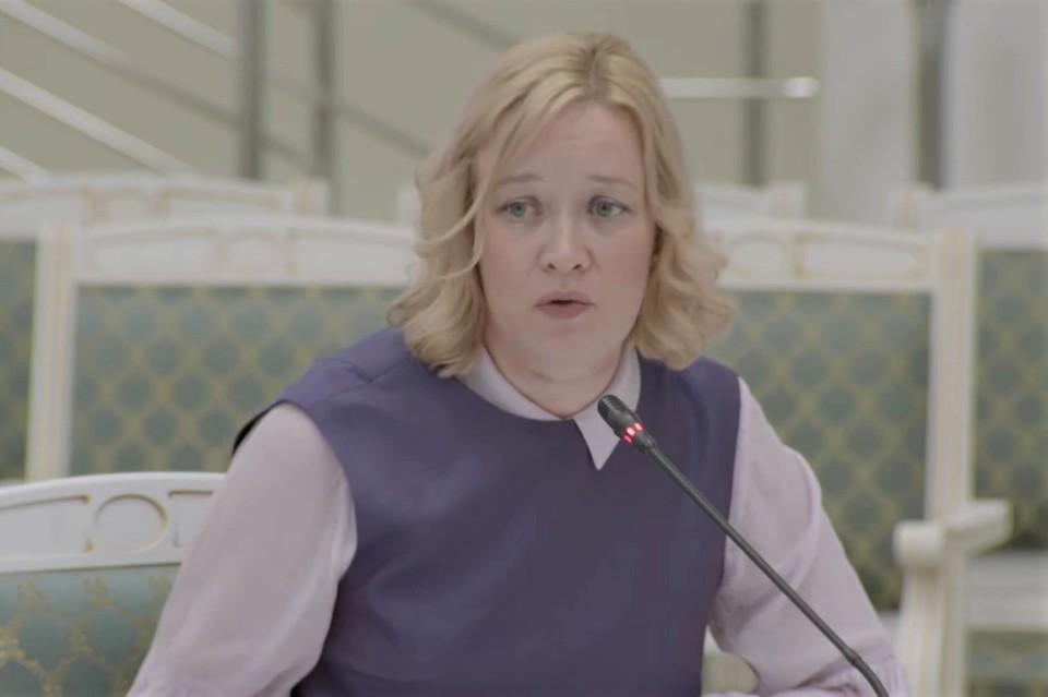 С докладом по итогам работы за полугодие выступила министр образования Анастасия Киктева