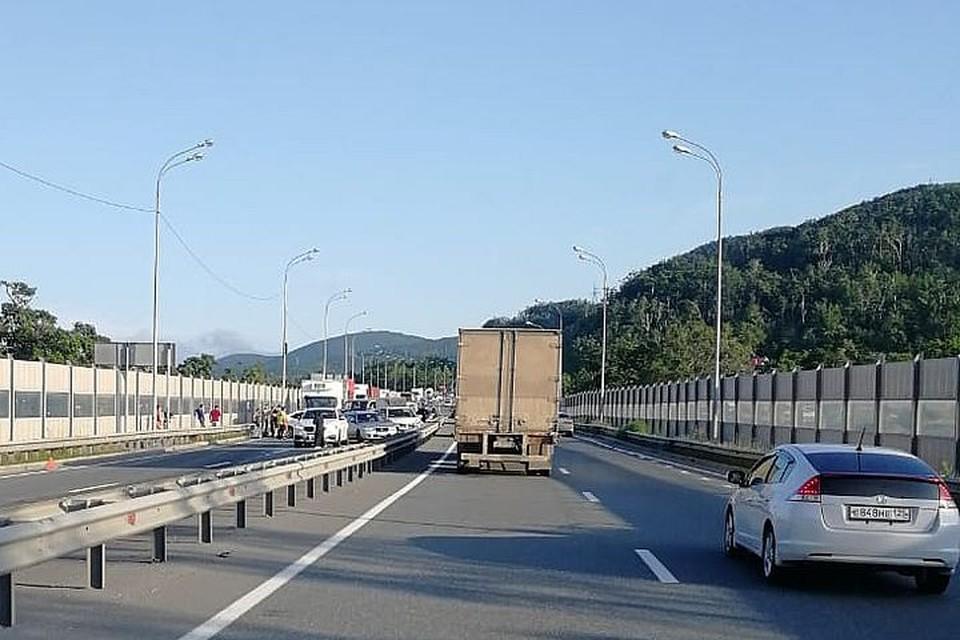 Авария сковала объездную трассу. Фото: dpskontrol_125rus.