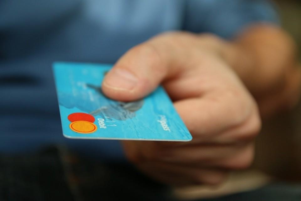 Житель Темиртау забыл свою карту в терминале и злоумышленник снял со счета 645 тысяч тенге