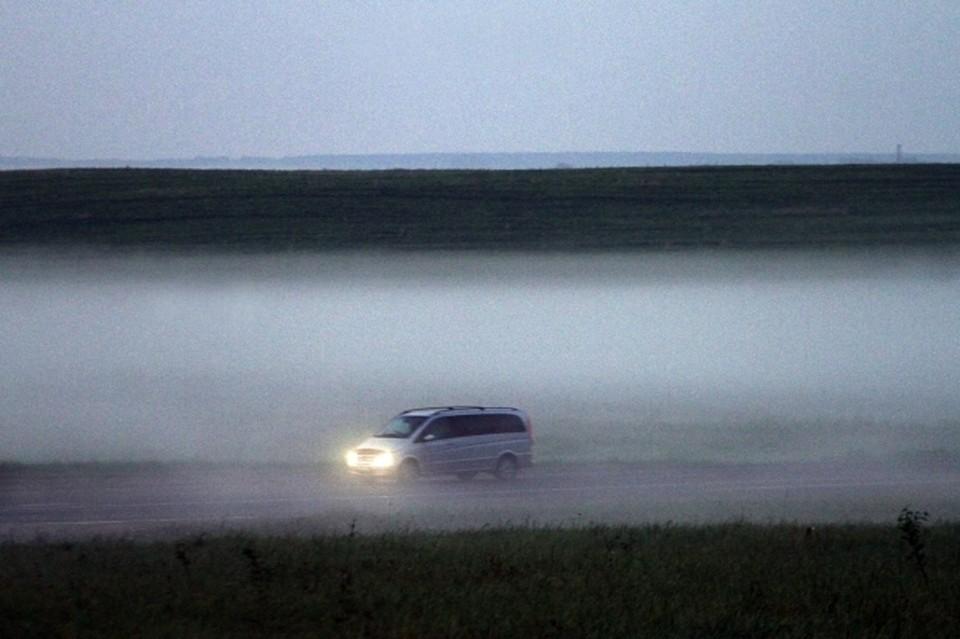 В темное время суток и в предрассветные часы на отдельные участки автодорог региона опустится туман