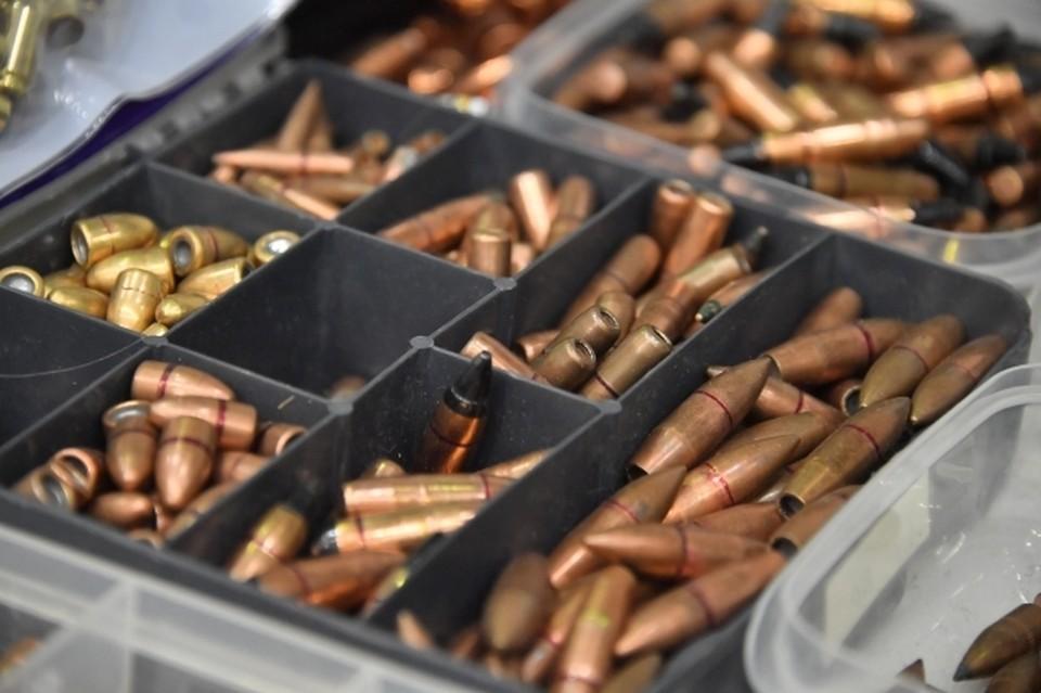 Теперь помимо постоянных судов за долги Георгия ждет статья и за незаконное хранение оружия.