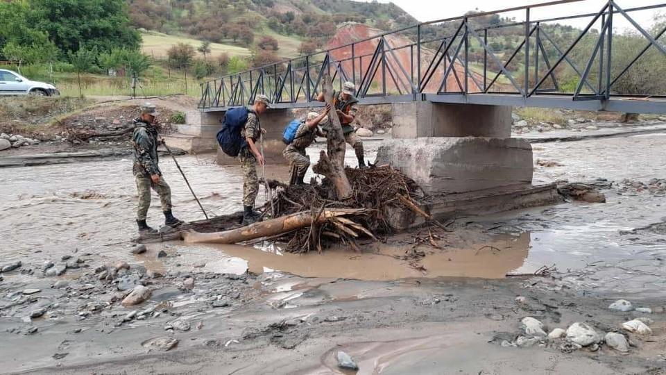 МЧС борется с последствиями стихии.