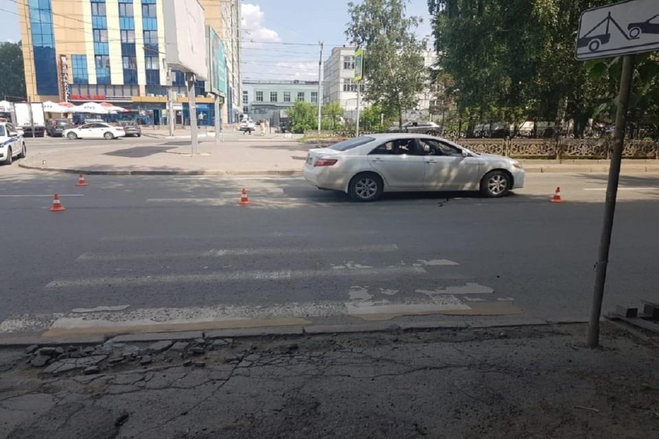 В Новосибирске «Тойота» сбила 23-летнюю девушку на пешеходном переходе. Фото: ГИБДД по НСО.