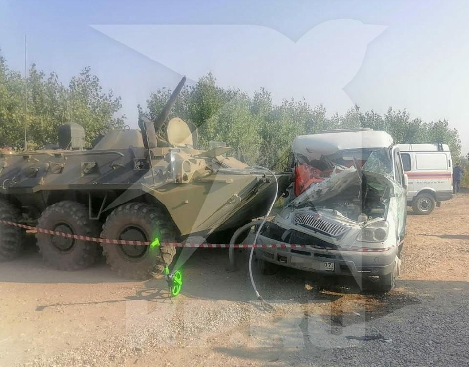 Авария БТР и «Газели» произошла возле поселка Тамбукан