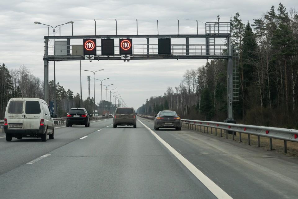 На участке внешнего кольца КАД между развязками с Таллинским и Московским шоссе перекроют две полосы движения