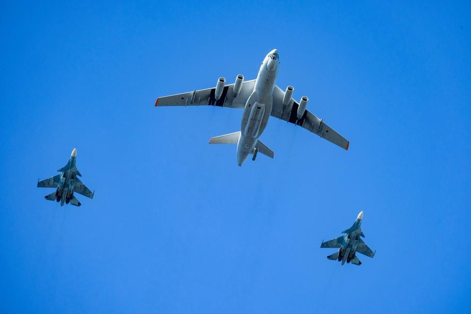 Военную авиацию заметили над городом.