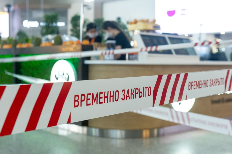 Фудклорты в петербургских ТЦ закрыли с 17 июня.