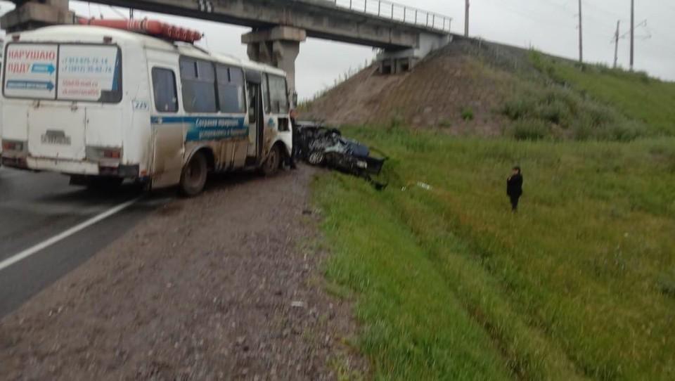 В аварии участвовали три легковушки и автобус.