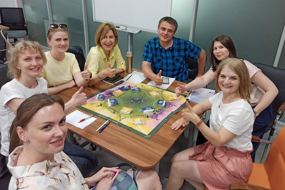 Процесс трансформационной игры «Паутина договора». Фото: Новосибирское областное отделение РКК.