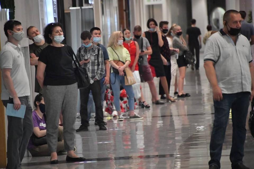 Иркутяне рванули на вакцинацию в торговые центры.