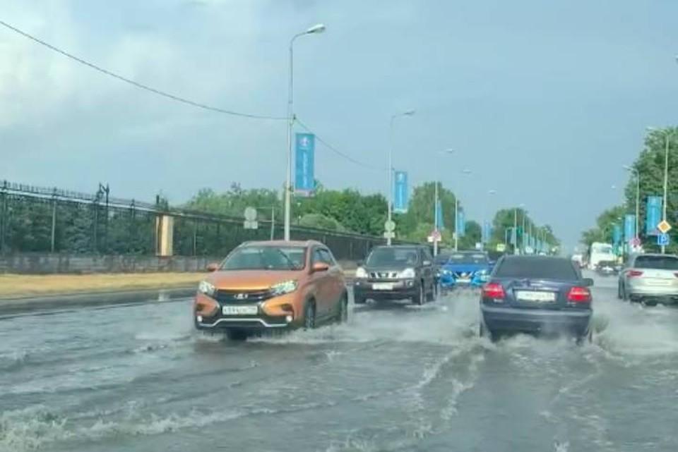 В Стрельне затопило шоссе после ливня 15 июля