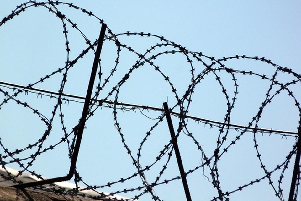 В Ноябрьске осудили мужчину, которые зарезал супругу в подъезде дома, отметив 23 февраля