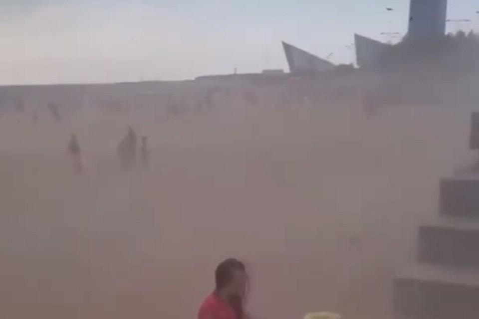 Песчаная буря накрыла парк 300-летия. Фото: instagram.com/petrosphotos