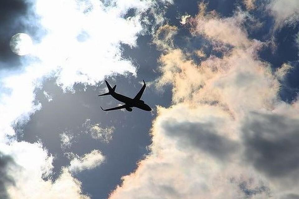 Пассажирский самолет подал аварийный сигнал.