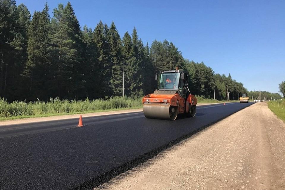 За минувшие пять лет в области отремонтировали более 1100 км старых дорог и построили еще 52 км новых. Фото: kirovreg.ru