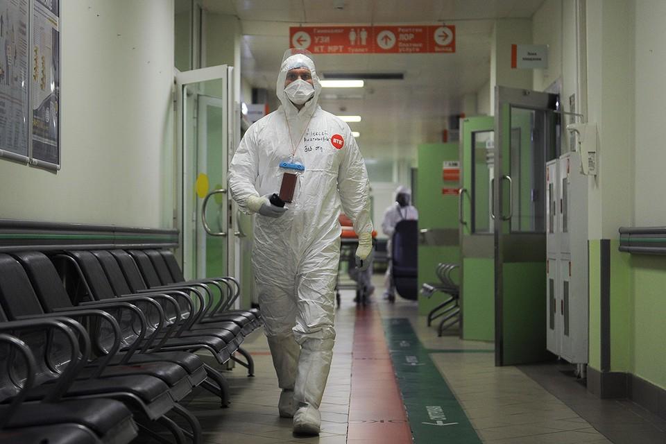 За последние пять суток заболеваемость COVID-19 в России выросла на 2%, что ниже показателей, которые были три-четыре недели назад.