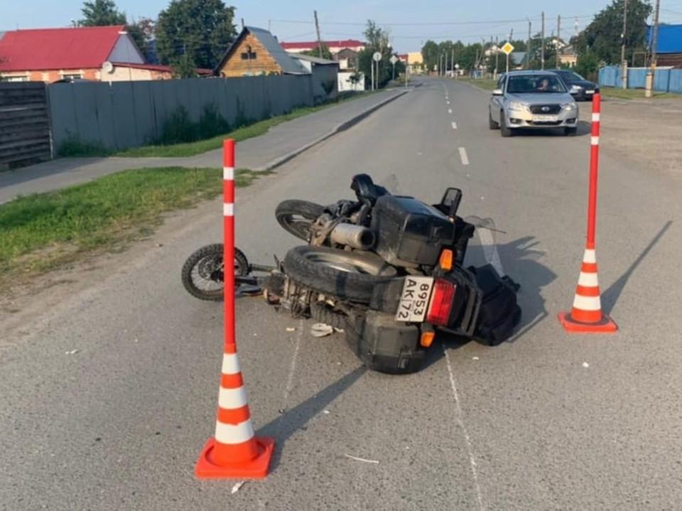 В Каскаре подросток на питбайке травмировал ногу из-за ДТП с мотоциклом.