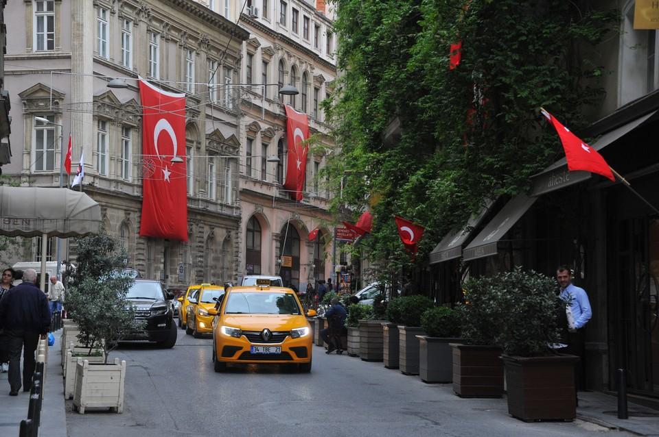 Власти Турции допустили закрытие страны для туристов из-за штамма коронавируса «дельта»