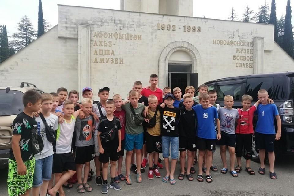 Ребята провели в Абхазии пять дней. Фото: vk.com/ФК «Химик - ДЮСШ-2»