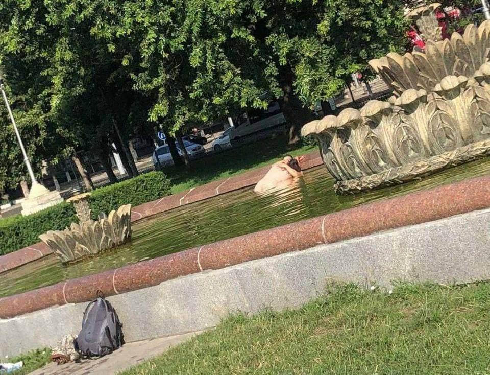 Секс в фонтане в Кишиневе посреди бела дня. Фото: Moldova Libera