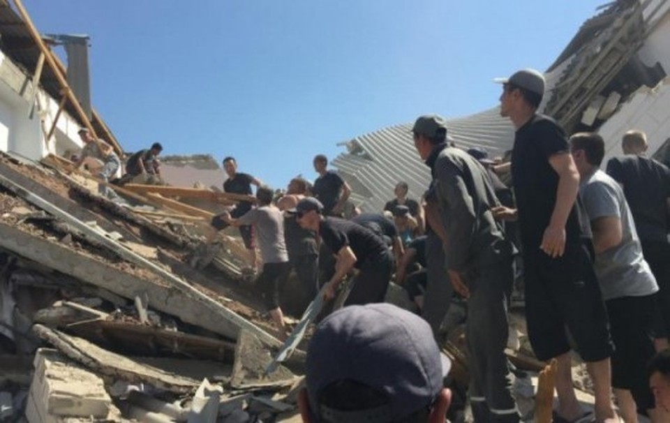 Трое человек погибло при частичном обрушении здания общежития в Актау