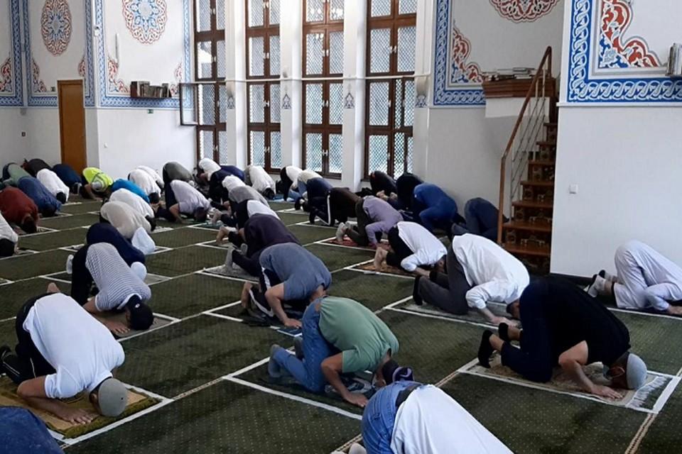 Все религиозные сборы проводят при строгом соблюдении санитарных правил. Фото: сайт Центрального духовного управления мусульман РО