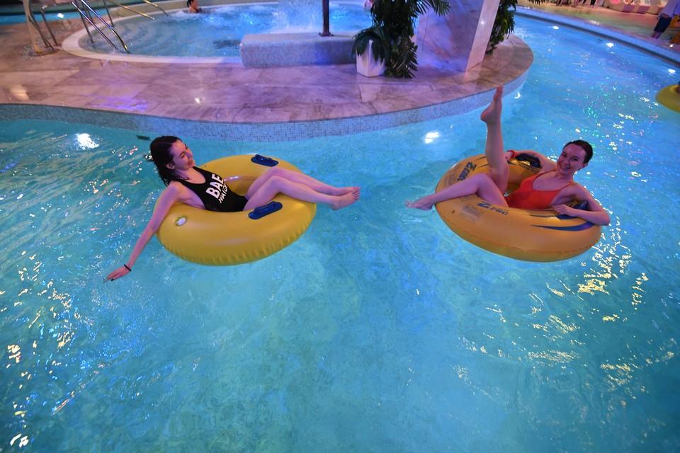 В бассейнах не всегда следили за социальной дистанцией и редко измеряли температуру