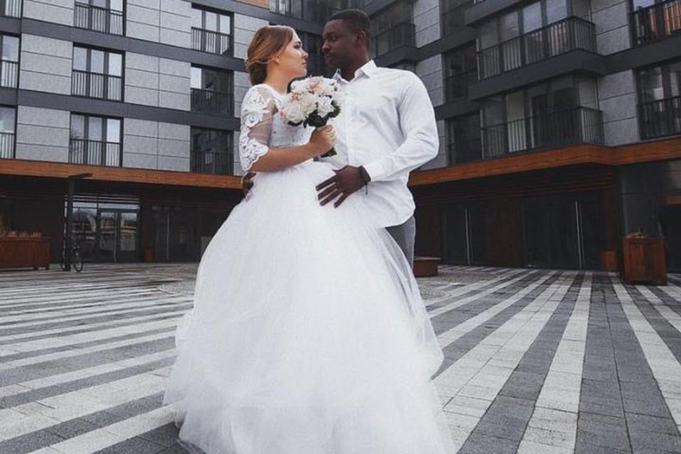 Наталья и Ричард поженились три месяца назад...