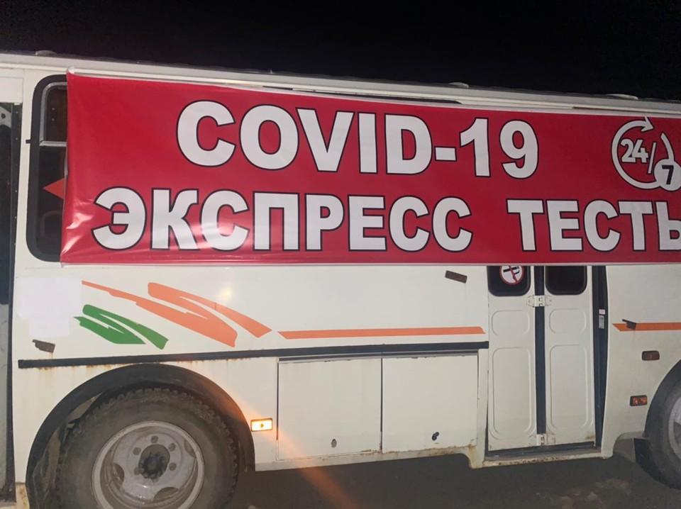 Автобус с огромным баннером стоял прямо на федеральной трассе. Фото: ГУ МВД по Самарской области