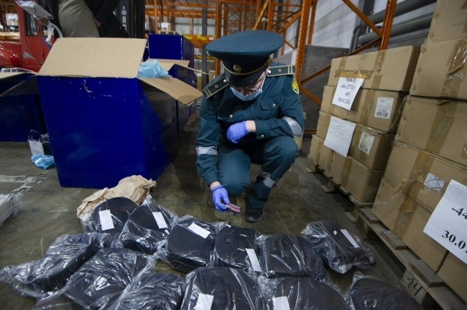 Таможенники изъяли у перевозчика целую партию незадекларированной продукции