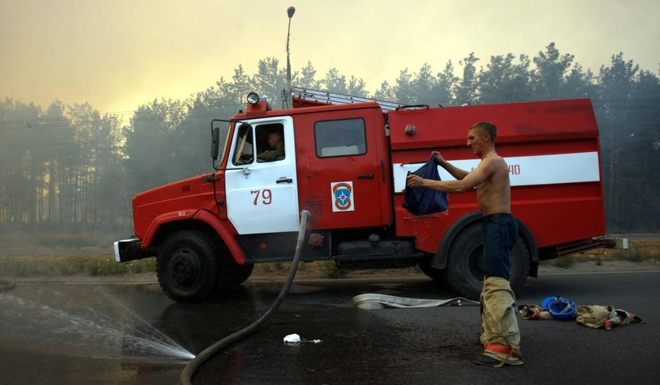 Чтобы справиться с огнем в тайге, нужно оснастить техникой и оборудованием лесных пожарных!