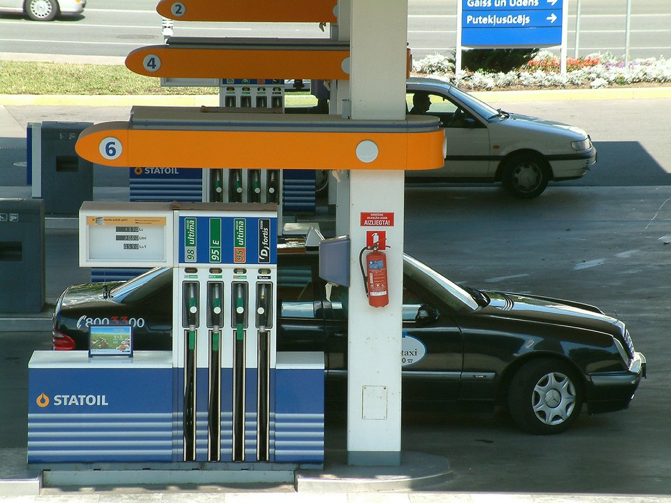 Цена бензина Аи-95 на бирже достигла 59,85 тыс. руб. за тонну.
