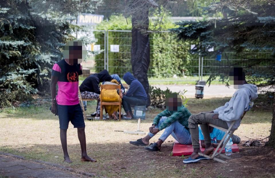 В Игналинском районе поселили 50 мигрантов – на территории старого аэродрома и аэроклуба. Фото: delfi.lt.