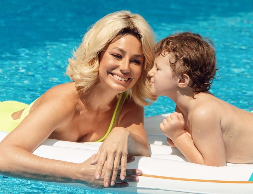 Наталья Гордиенко с сыном. Фото: Facebook (Natalia Gordienko)
