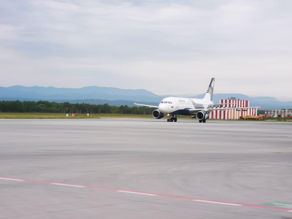 Взлетная полоса аэропорта в Южно-Сахалинске